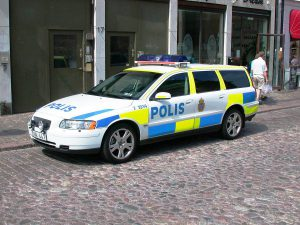 1200px-Swedish_patrol_car_new_livery